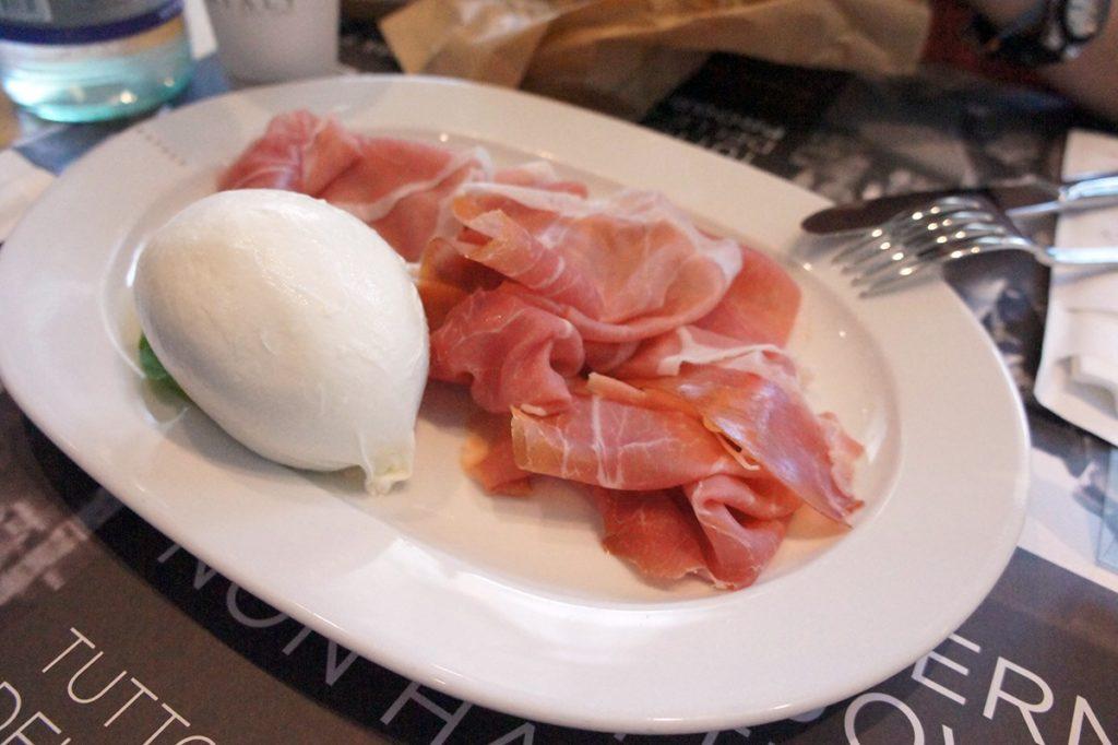 Eataly Roma ハムとチーズ