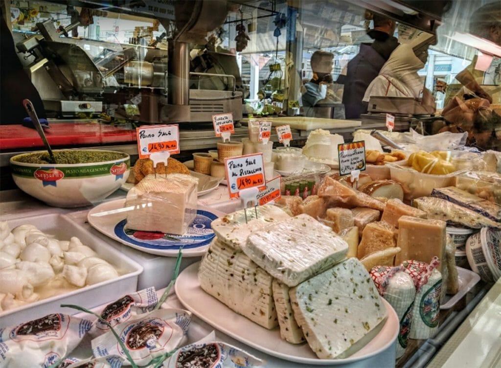 テスタッチョ・マーケット(Mercato di Testaccio)チーズ屋