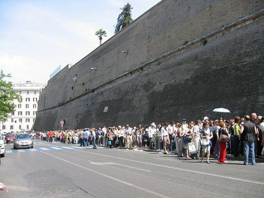 ヴァチカン美術館の行列
