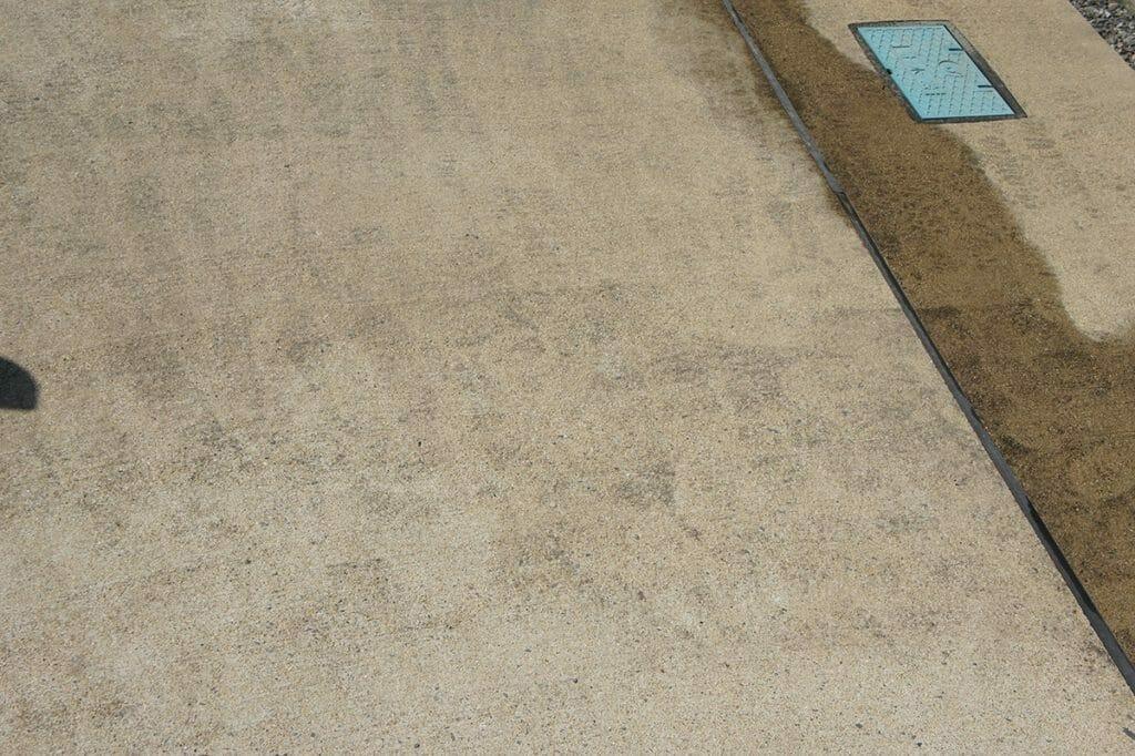 ボッシュ UA125 コンクリート洗浄前