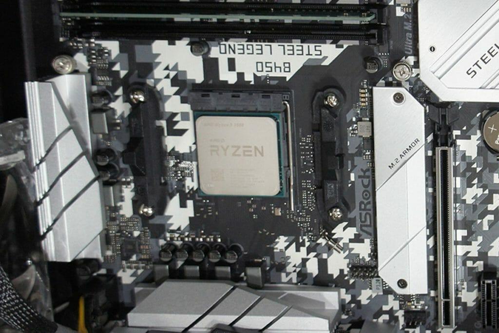 Ryzen 5 3500 CPU取り付け後