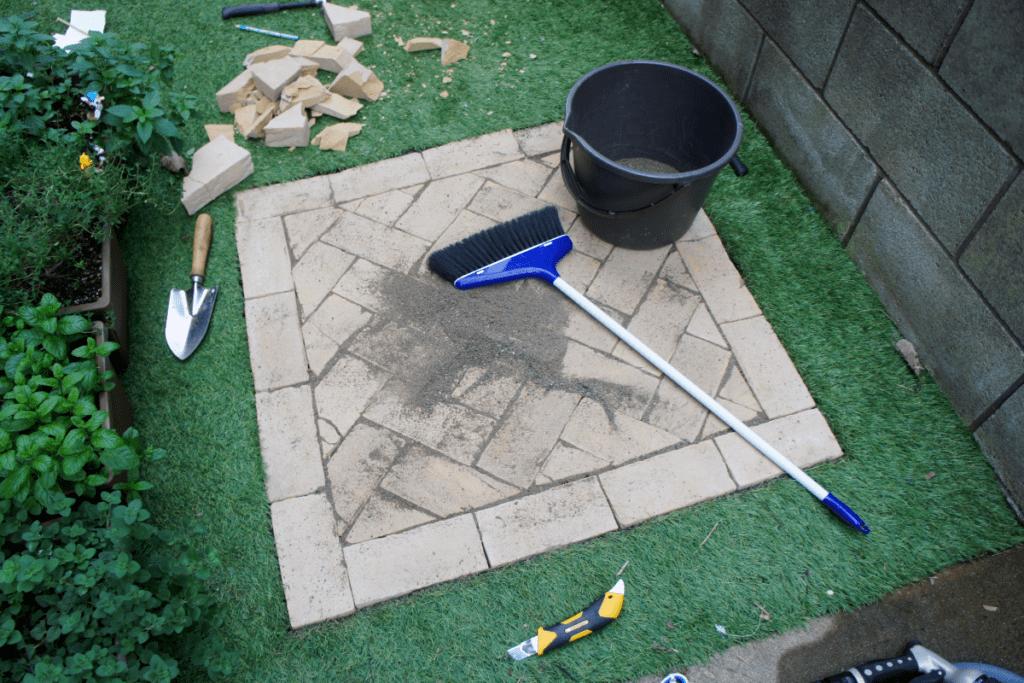 硅砂で隙間を埋めたところ
