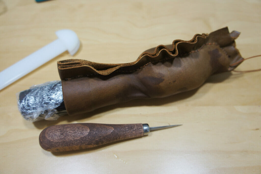 ナイフシース製作 縫い付け作業