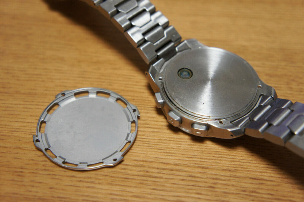 Tissot T-Touch 2 内蓋外し