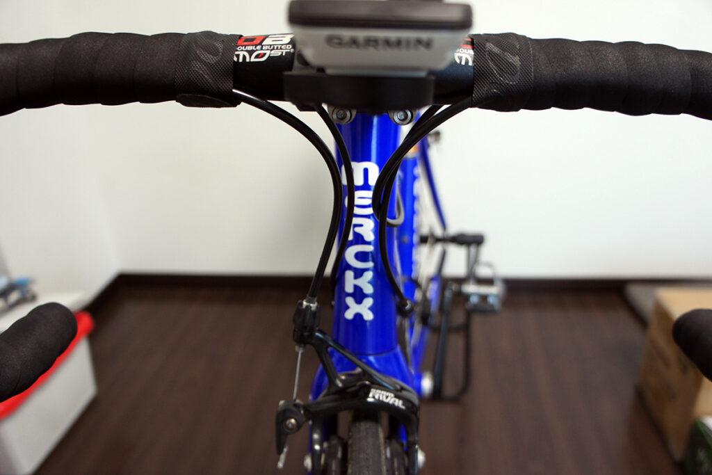 ロードバイク ハンドル回りケーブル配線