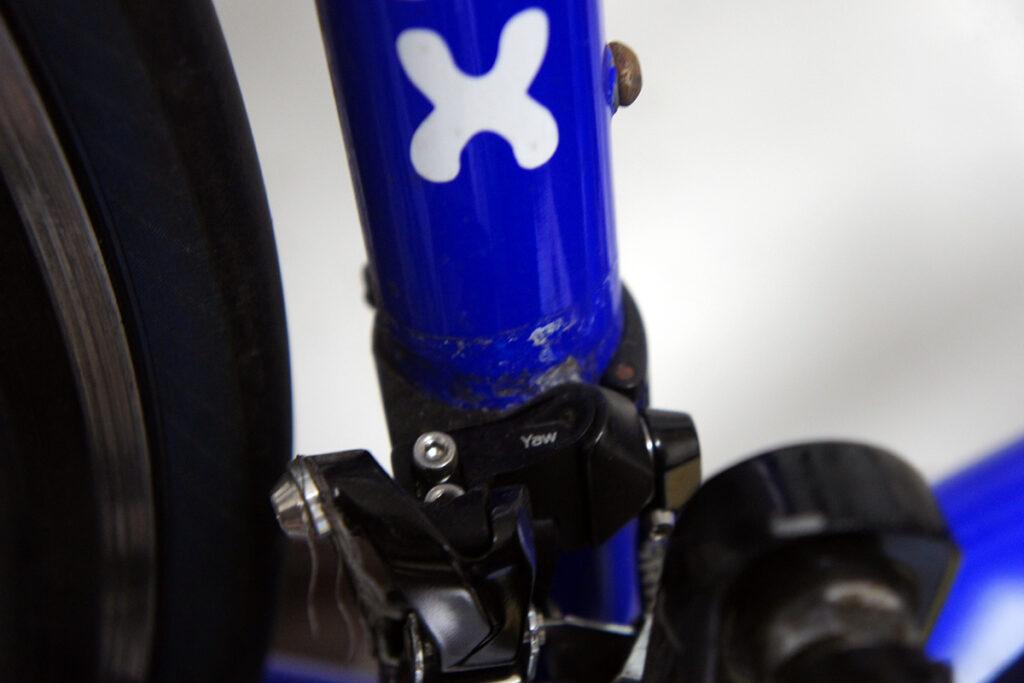 ロードバイク フロントディレイラー周辺塗装補修前