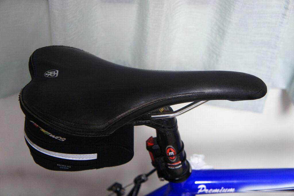 ロードバイク サドル 色落ち 補修後