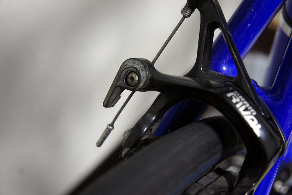 ロードバイク リアブレーキ プラスチック 白化