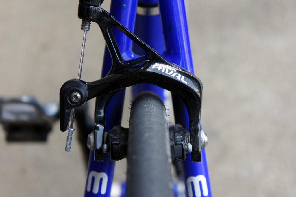 ロードバイク リアブレーキ プラスチック 白化補修後