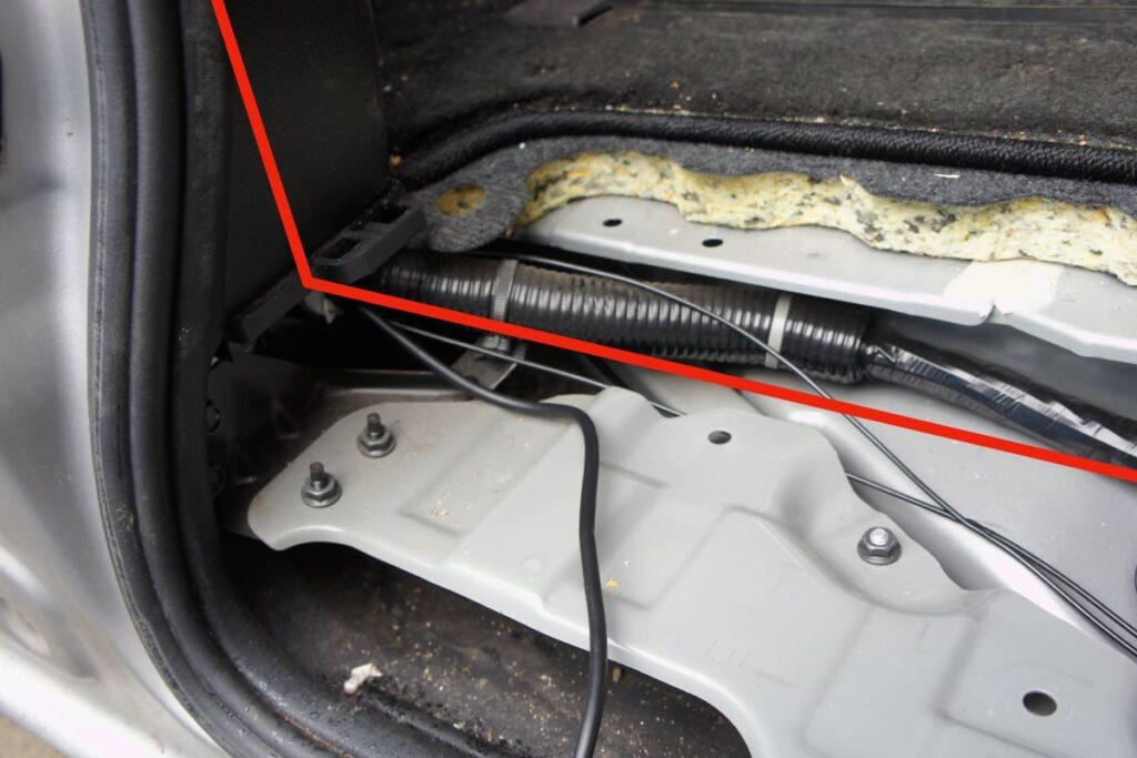 セレナC26 ドライブレコーダー リア 取り付け5