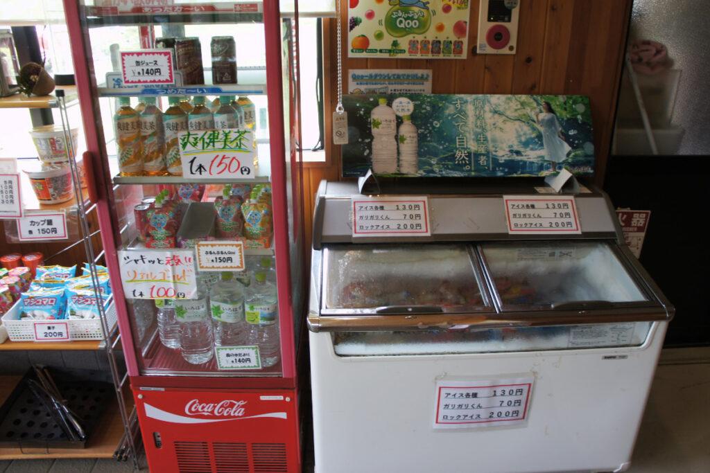 つくばねオートキャンプ場 売店 飲み物とアイス